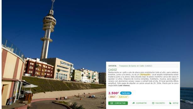 El anuncio que publicita una posible reventa en cubierto de un local municipal a pie de playa