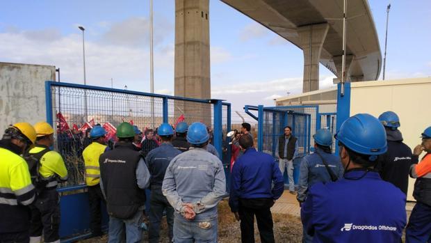 Concentración este martes ante las puertas de Dragados en favor del convenio del Metal de Cádiz