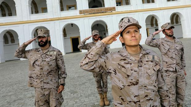 De izquierda a derecha: el soldado Aguinaga, el soldado España, el sargento Cubides y el cabo primero Romero, en el Tercio de Armada.