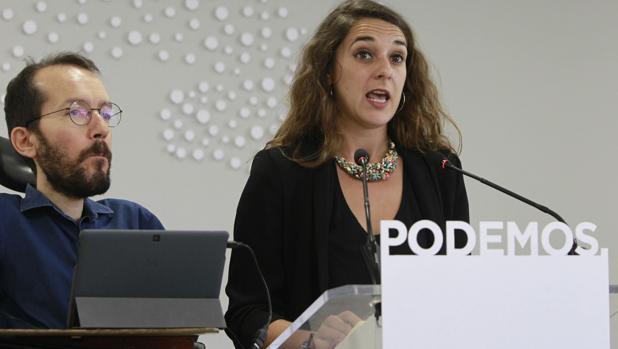 Pablo Echenique, junto a la diputada de Podemos por la provincia de Cádiz, Noelia Vera.