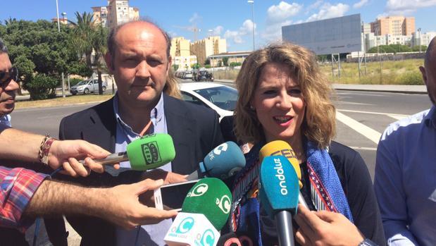 Ortiz y Mestre, ante el solar vacío del segundo hosptial de Cádiz