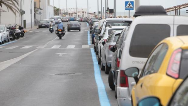 El PAseo Marítimo de Cádiz y sus alrededores se llenarán de zonas de aparcamiento de pago este verano