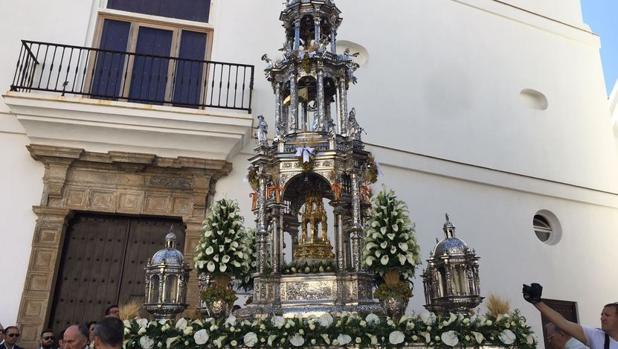La espléndida Custodia de Cádiz, a la salida
