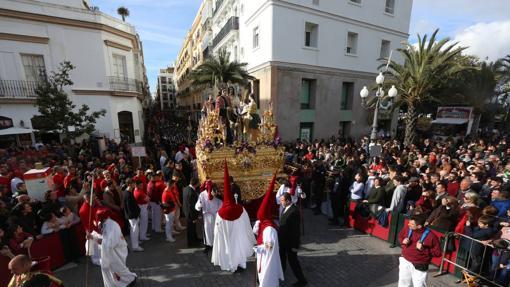 Venta de sillas en el Vía Crucis Diocesano de Cádiz 2018