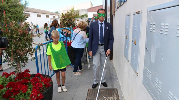 Los asistentes pudieron experimentar el andar por la calle sin ver.