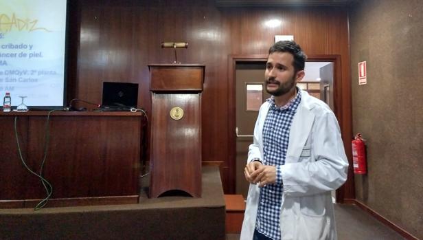 El dermatólogo David Jiménez, en San Carlos.