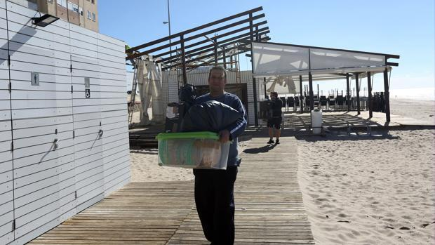 Los empresarios de los chiringuitos de Cádiz anuncian un cierre simbólico para el lunes