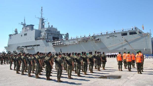 El 'Galicia' hizo escala en el puerto de Valencia para realizar una colaboración con el Ejército de Tierra.