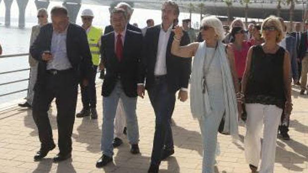 El ministro De la Serna, en Cádiz, el pasado julio en la inauguración del paseo de Astilleros, junto al segundo puente