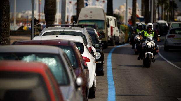 El Ayuntamiento implantará zona azul y naranja en las calles aledañas al paseo marítimo.