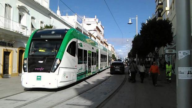 El tranvía, en las pruebas del pasado mes de abril.