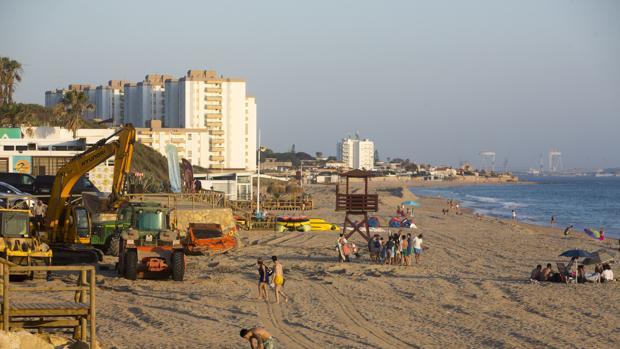 Estado en el que se encuentran los trabajos en la playa de Las Redes, de El Puerto, durante esta semana de junio