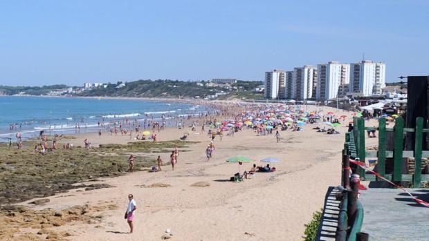 La playa de El Buzo, en El Puerto, lugar donde se produjo la supuesta agresión sexual.