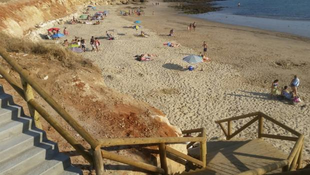 Acceso a la playa de la Calital