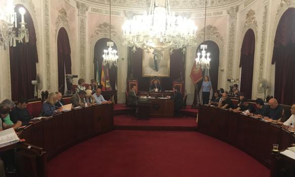Finalmente el propio equipo de Gobierno ha retirado la propuesta de disolver Cádiz 2012.