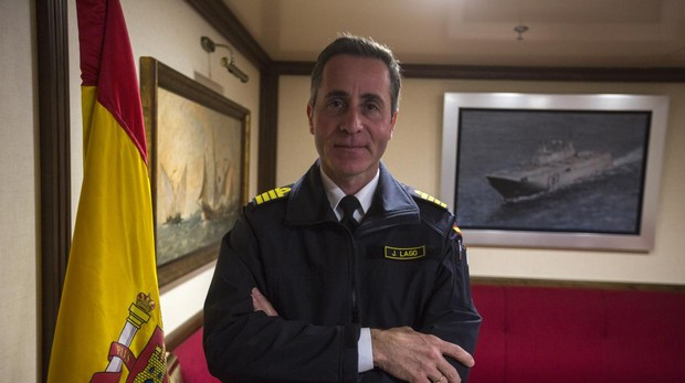 El capitán de navío José Lago, en la cámara del comandante del 'Juan Carlos I', antes de dejar el cargo.