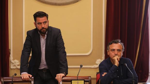 El portavoz del PSOE en el Ayuntamiento, Fran González, junto al concejal Juan Cantero.