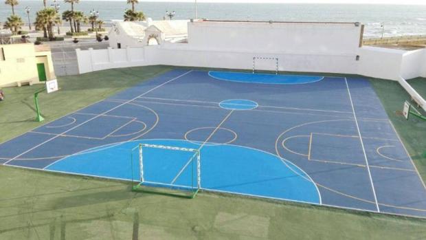 Las recién estrenadas pistas deportivas del colegio Santa Teresa de Cádiz.