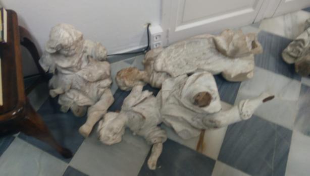 Así dejaron en el Seminario las figuras de los cuatro ángeles de La Roldana cuando las entregaron