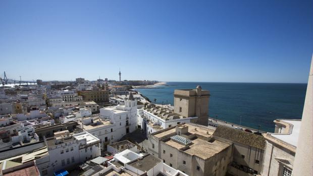 ista panorámica desde la Catedral de Cádiz del casco antiguo de la ciudad