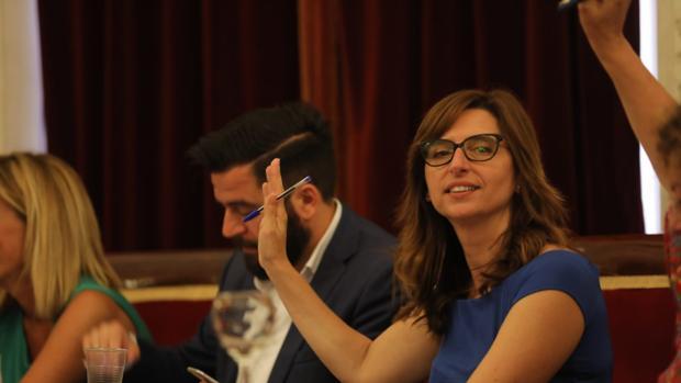 La actual delegada de Zona Franca, en un pleno cuando era concejala del Ayuntamiento.