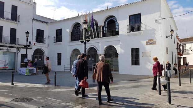 Fachada del ayuntamiento de Sanlúcar la Mayor