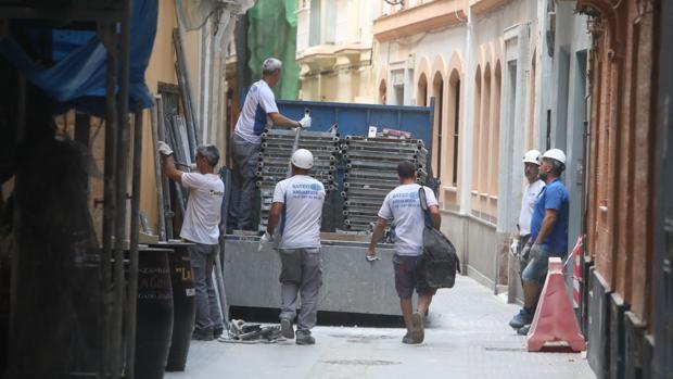 Los andamios de obra son cada vez más visibles en Cádiz