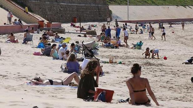 Los gaditanos podrán disfrutar esta semana de la playa aunque con temperaturas suaves.