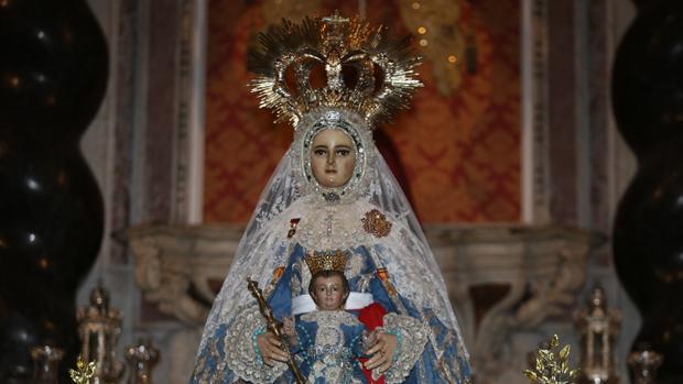 La Virgen del Rosario, con la Medalla de Oro de la ciudad