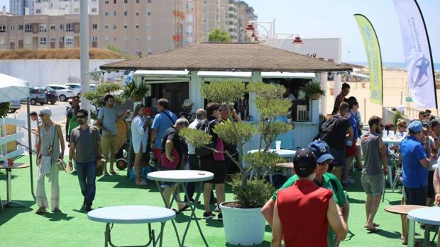 Instalaciones del 'Cádiz Arena' en la playa Victoria
