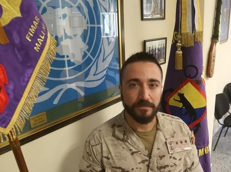 El capitán Juan Carlos Andrés en el acuartelamiento del Tercio de Armada en San Fernando.