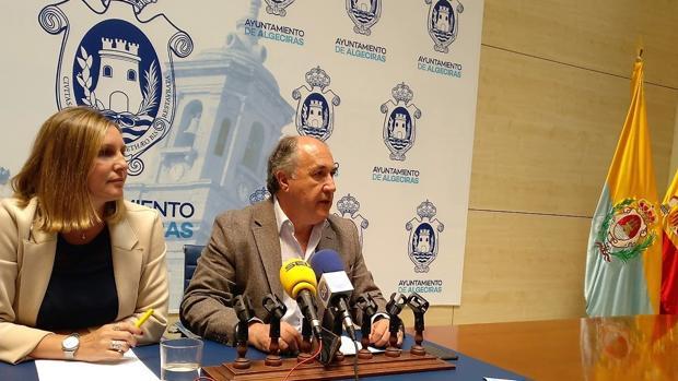 El alcalde de Algeciras en una comparecencia de prensa en el Ayuntamiento.