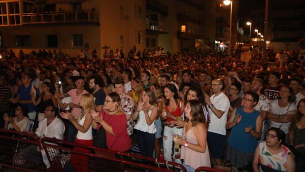 Miles de personas asistieron a los espectáculos programados en el Paseo Marítimo de Cádiz