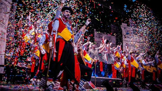 El coro 'Don Taratachín' en su actuación durante el Concurso del Carnaval de Cádiz 2018