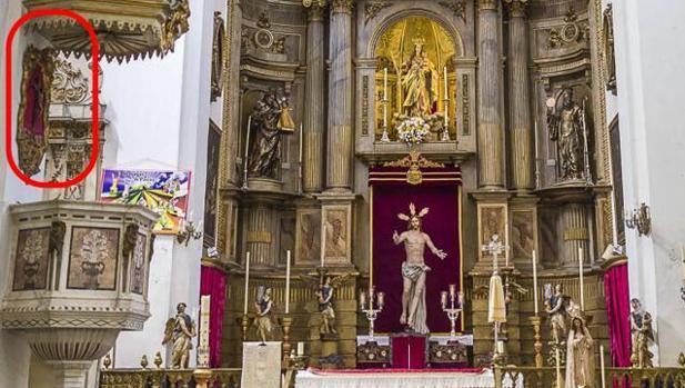 El crucifijo, en el púlpito, en una imagen de Cádiz Abandonada