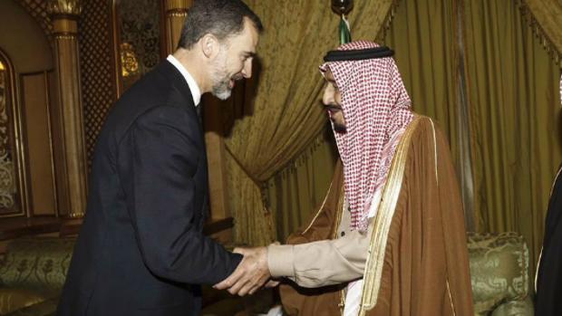 El monarca Felipe VI en su visita a Arabía Saudí en enero de 2017 .