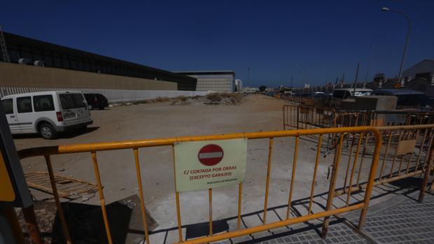La zona ya ha sido despejada de vehículos para poder comenzar con las obras el lunes.
