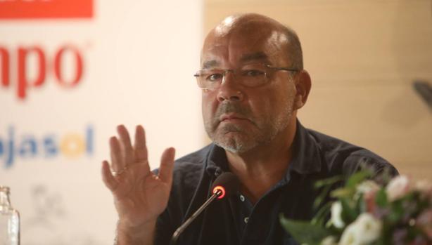 Ángel Expósito durante la conferencia en El Buzo.