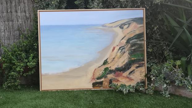 Uno de los cuadros de la exposición, que representa la Playa de Asperillo de Huelva