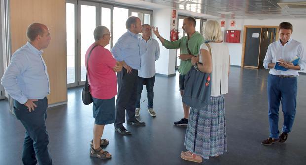 Momento del encuentro mantenido entre Juancho Ortiz y representantes del Club Alcázar.