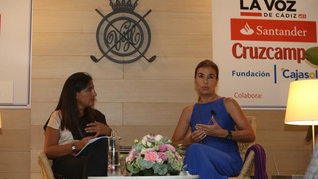 Yolanda Vallejo (i) y Carmen Posadas (d) en la charla de este jueves.