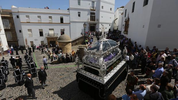La procesión del Santo Entierro, por Santa Cruz.