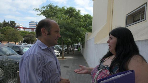 Juancho Ortiz, junto a la presidenta de la asociación 'Las Desamparadas'-