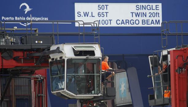 Estibadores en el puerto de Algeciras.