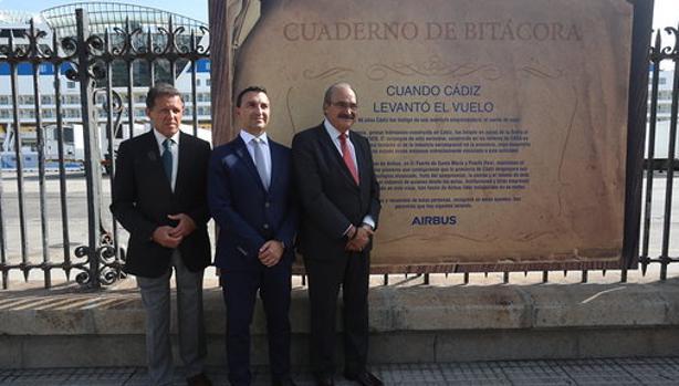 Los responsables de la APBC y de las plantas de Airbus en Puerto Real y El Puerto presentaron la muestra expositiva.