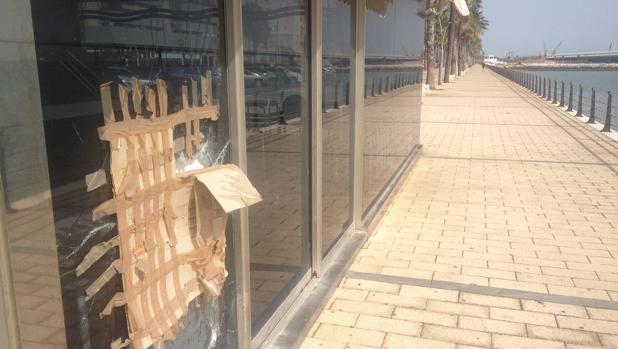 El quiosco de La Paz ha sufrido actos vandálicos tras llevar meses cerrado.
