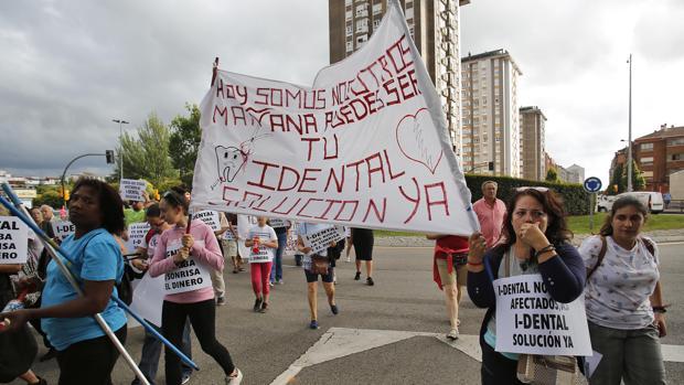 Los afectados de la clínica iDental se han manifestado en diferentes puntos de España.