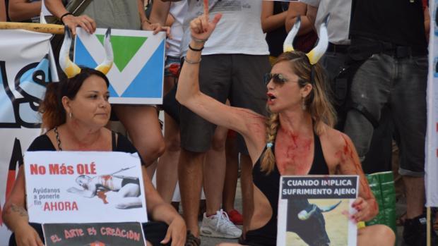 Cada vez que hay un festejo en La Isla se organiza una protesta.