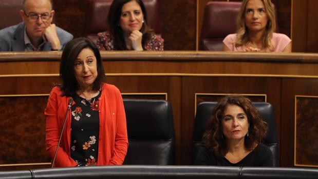 La ministra Robles durante su intervención ayer en el Congreso