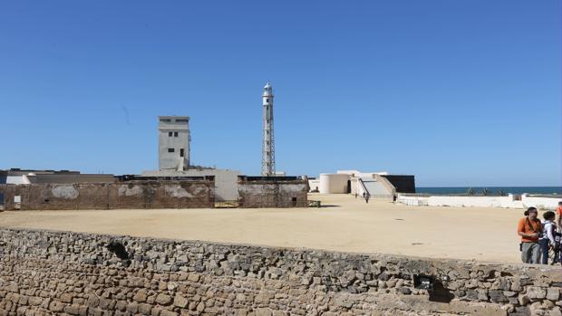 El Laboratorio de Investigaciones Marinas, situado en el castillo, lleva siete meses paralizado.